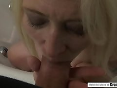 Bald mature gets fucked deep in her pussy