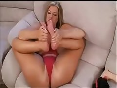 She'_s squirts on her feet 21:00