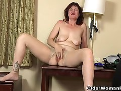 Are you man enough to worship milf Zoe?